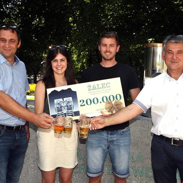 Pri fontani piv prodan 200.000. vrček